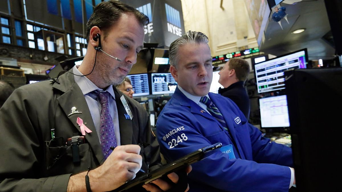 Trader Thomas Cicciari, left, and specialist Christopher Culhane work on the floor of the New York Stock Exchange, Monday, January 11, 2016. (Photo: AP)