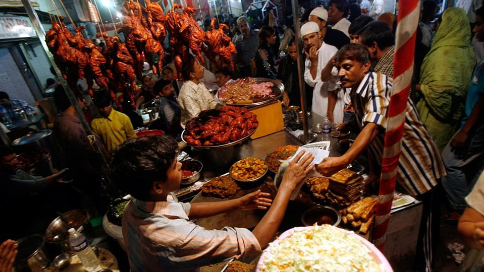 Meat dishes being sold on the streets of Mumbai. (Photo: Reuters)