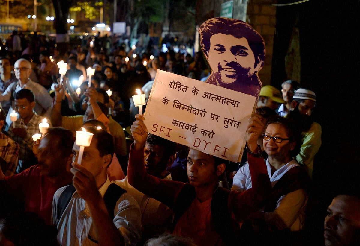 Students take part in a candle light march to protest against Dalit scholar Rohith Vemula's suicide and in support of Jawaharlal Nehru University (JNU), students at Gateway of India in Mumbai on Wednesday. (Photo: PTI)
