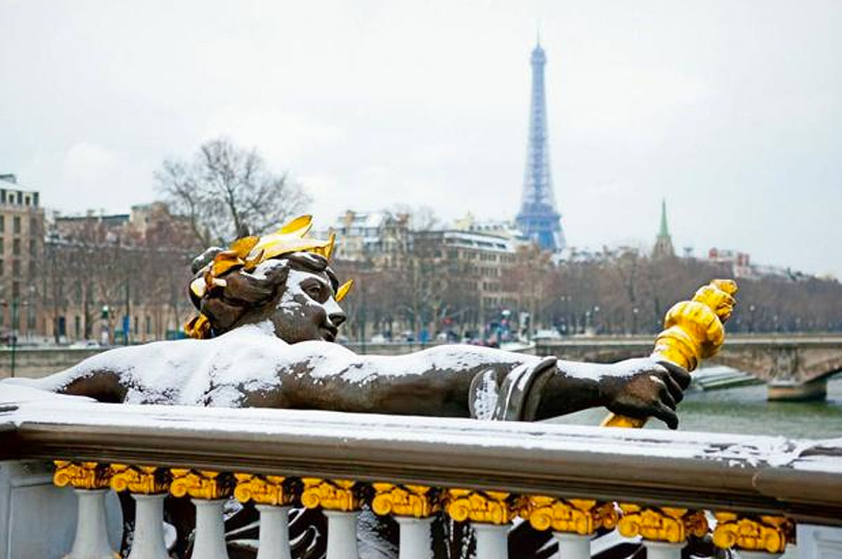 """Salil Tripathi captures snowfall in Paris in one exquisite shot. (Photo Courtesy: <a href=""""http://www.livemint.com/Leisure/T2y7IGOr30HOesBQpq5fAI/Songs-of-the-Open-Road.html"""">livemint.com</a>)"""