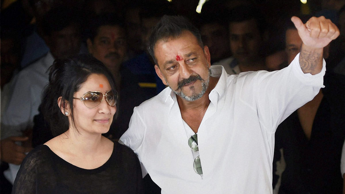 Sanjay Dutt, with his wife Manyata, after his release from Yerwada Central Jail in Pune. (Photo: PTI)