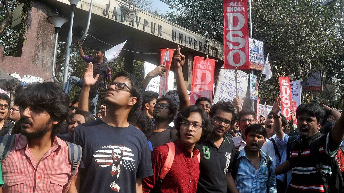 Protests Erupt After Jadavpur Uni Scraps Entrance  for 6 Subjects