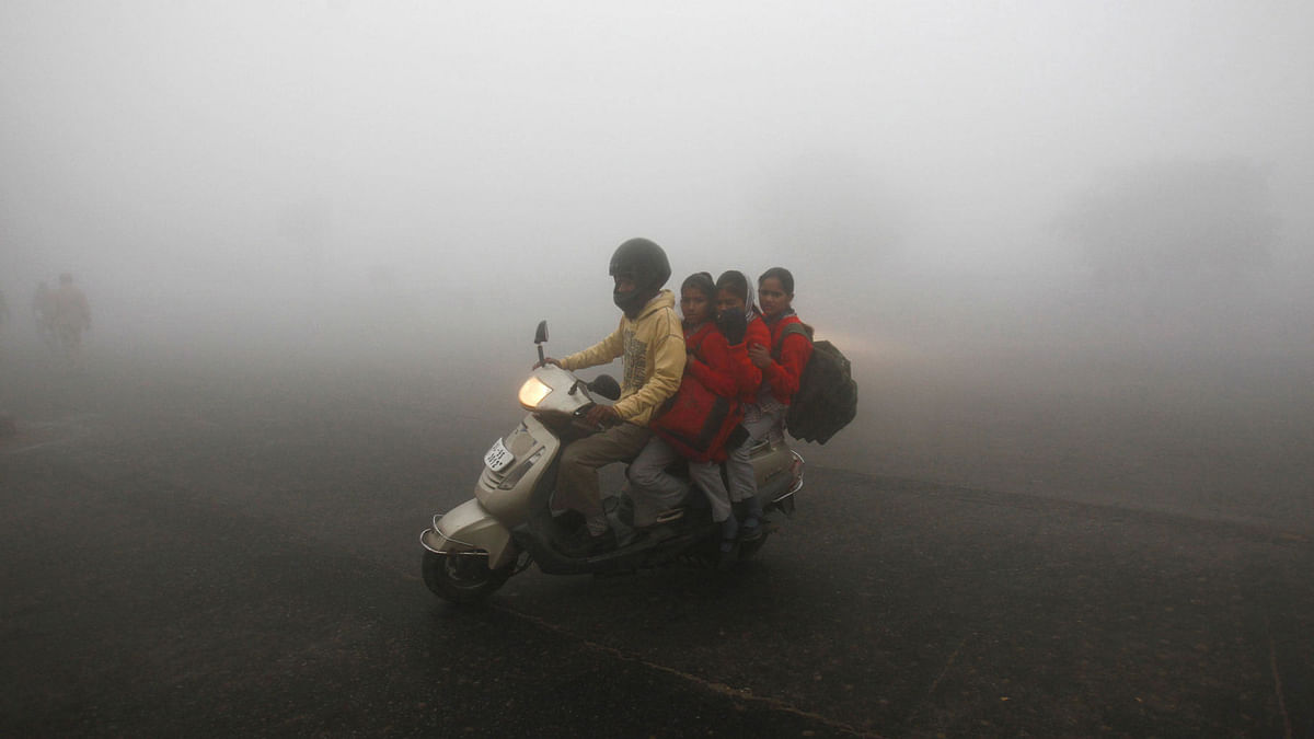 A smoggy winter morning in New Delhi. (Photo: Reuters)