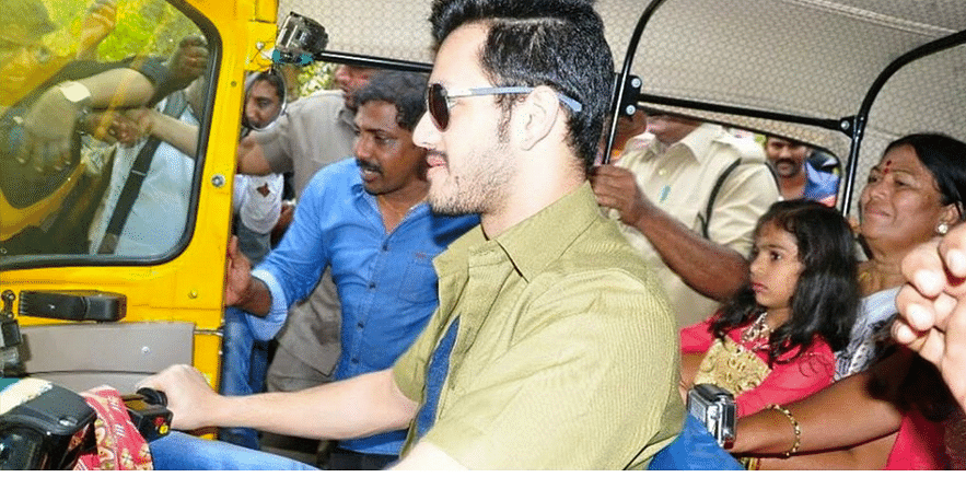 Akhil makes for a stylish auto driver (Photo courtesy: Twitter)