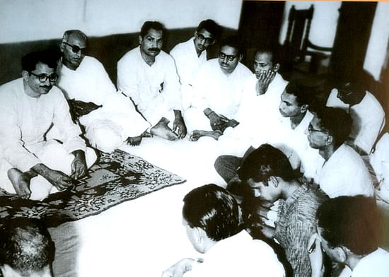 Deendayal was modest, affable and approachable. He is seen here, interacting with journalists.