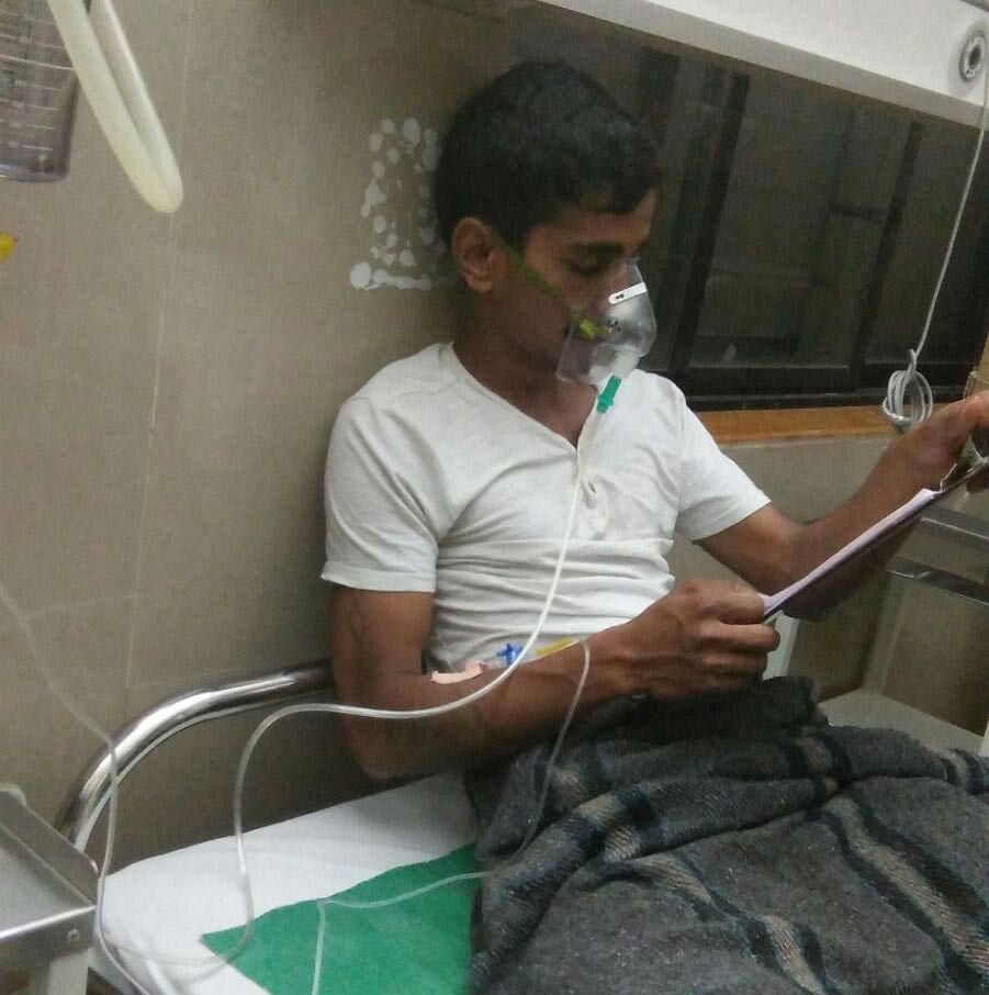 Mohammed Sadik at Trauma Care Municipal hospital, Jogeshwari (East) on Wednesday. (Photo Courtesy: Puja Changoiwala)
