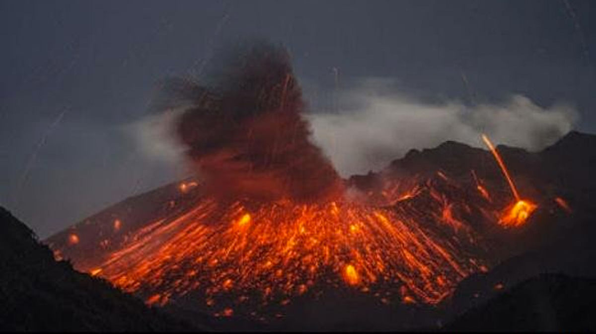 "A volcanic eruption. (Photo Courtesy: Twitter/<a href=""https://twitter.com/search?f=images&amp;vertical=news&amp;q=volcano&amp;src=tyah"">@eUpdateNG</a>)"