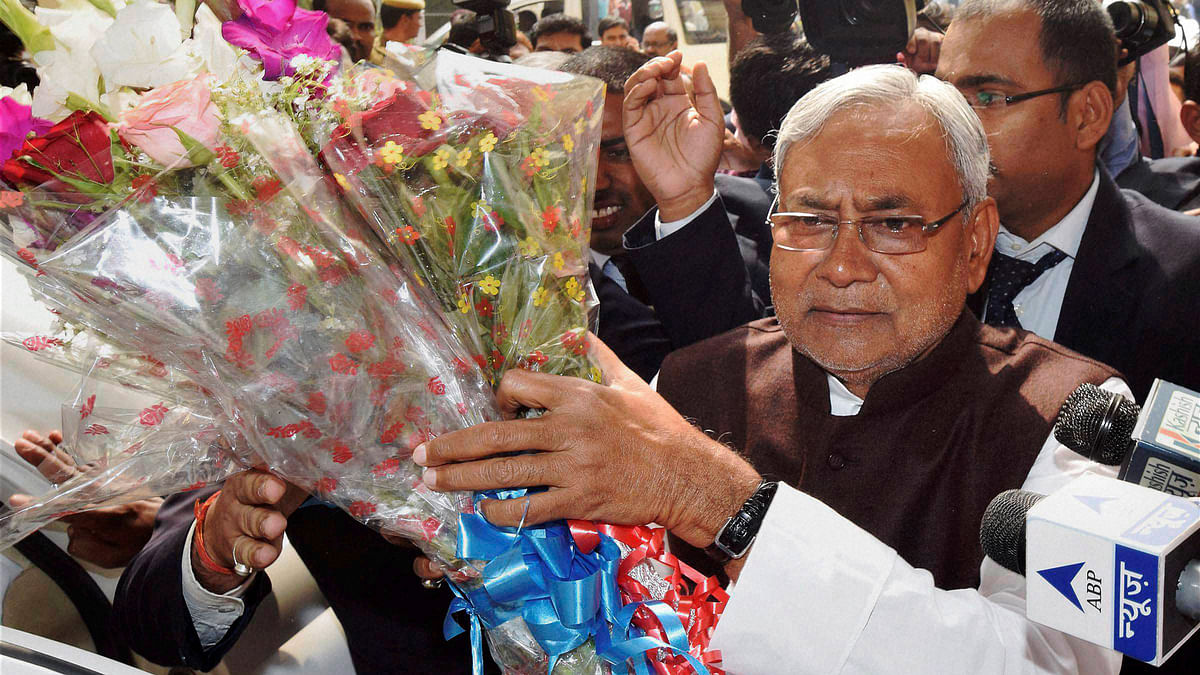 Nitish Kumar being greeted by his supporters  (Photo: PTI)