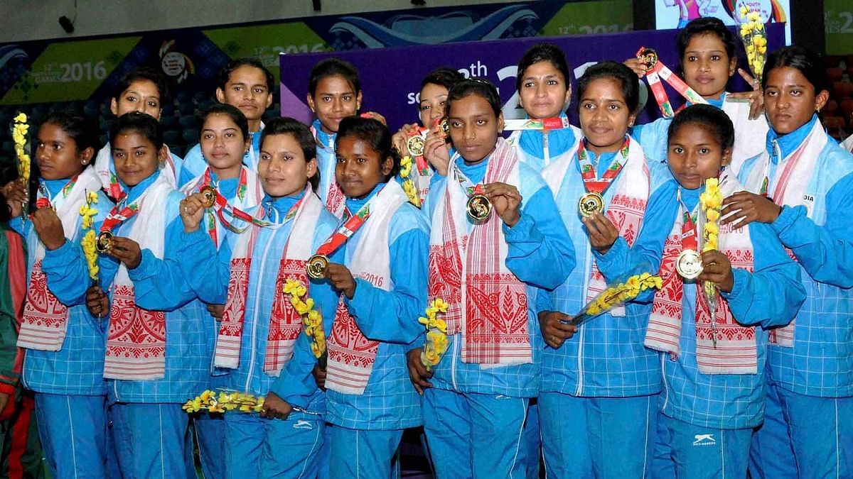 Indian Kho Kho (Women) team players pose for a group photograph after their win Gold during the 12th South Asian Games 2016 in Guwahati. (Photo: PTI)