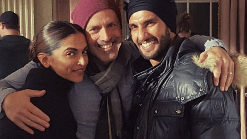 Deepika anad Ranveer are all smiles with director D. J. Caruso (Photo: Twitter/DJCaruso)