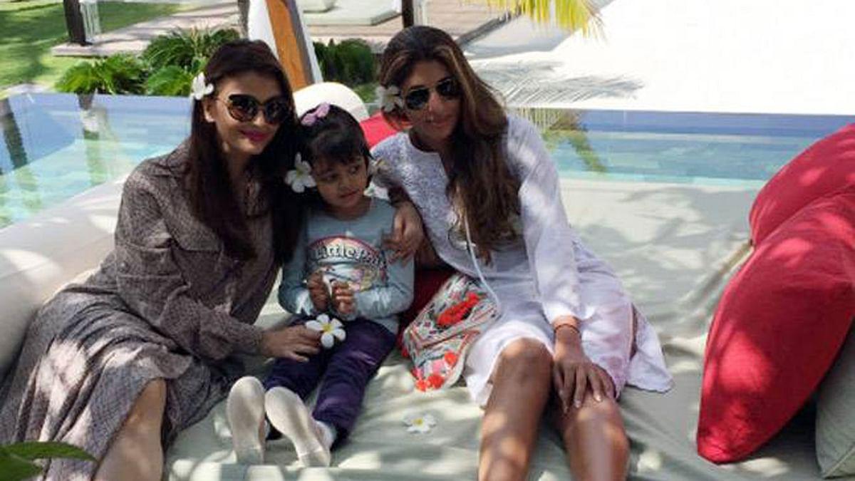 "Big B's special ladies: Aishwarya, Aaradhya and Shweta Bachchan (Photo: <a href=""http://srbachchan.tumblr.com/"">Amitabh's Blog</a>)"