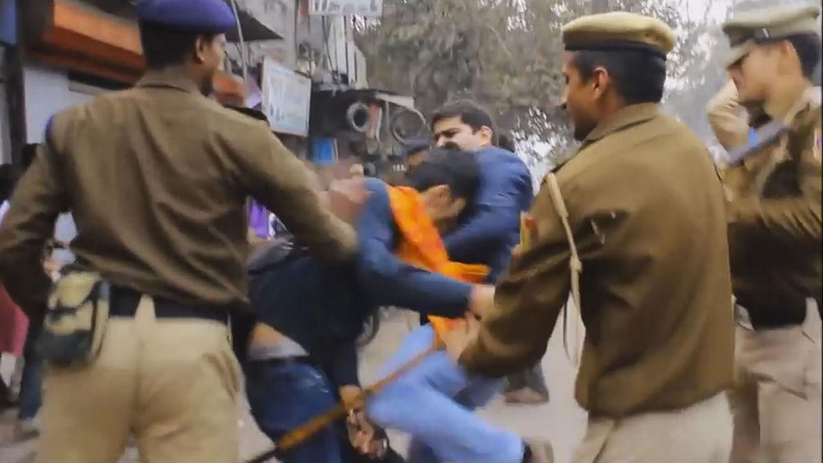 Delhi Police personal cracking down on protesters (Photo Courtesy: Sanghapali Aruna Kornana's Facebook)