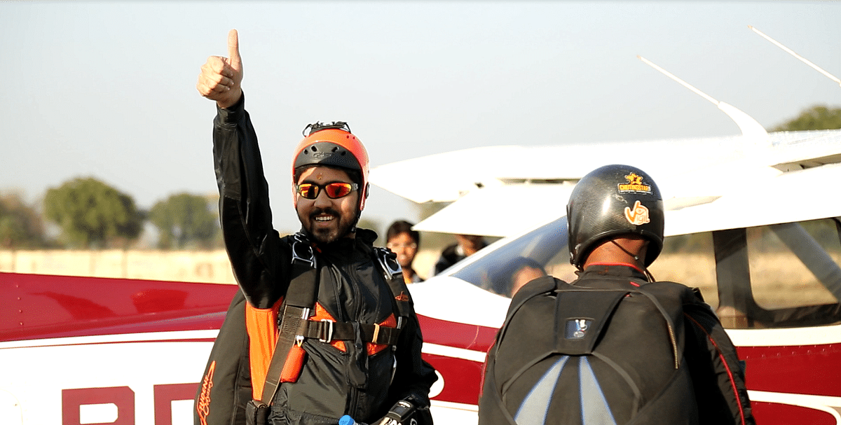 Rudra Bhanu Solanki cheering his ground staff before take-off. (Photo: <b>The Quint</b>)