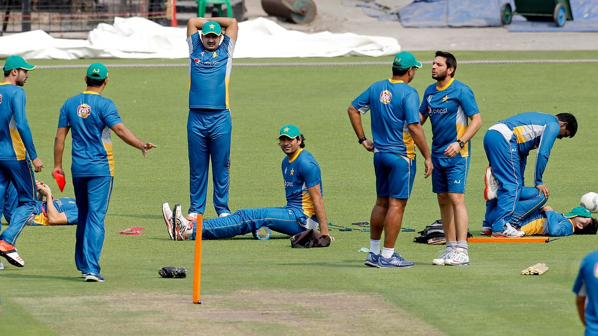 Afridi, standing right, and coach Waqar Younis talk ahead of their World T20 match against India at Eden Gardens, Kolkata (Photo: AP)