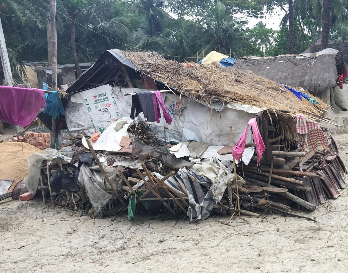 Anwar, with a host of 4-5 families, now live as squatters near their previous dwelling.(Photo: <b>The Quint</b>/Abhirup Dam)