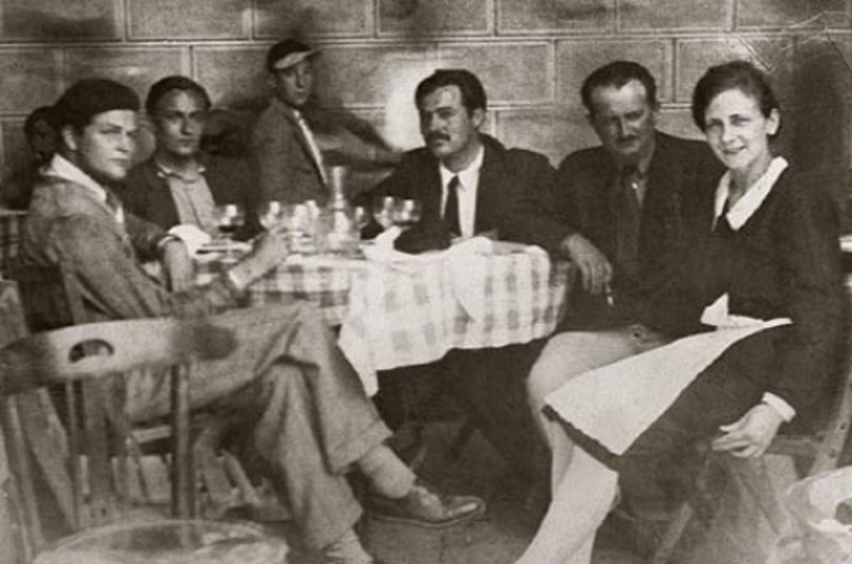 """Hemingway and the circle of ex-pat friends he later immortalised in <i>The Sun Also Rises</i>; Hemingway is in the centre. (Photo Courtesy:<a href=""""http://hemingwaysparis.blogspot.in/2011/10/some-more-paris-cafe-scenes.html""""> hemingwaysparis.blogspot.in</a>)"""