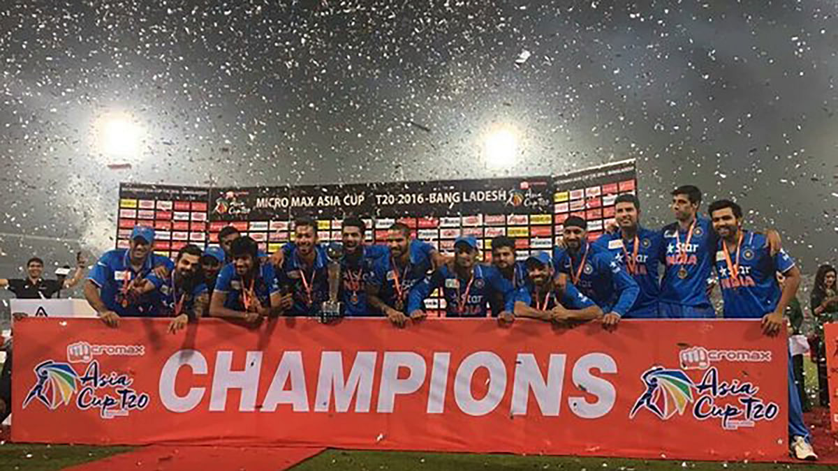 "The champs of the Asia Cup: Team India. (Photo: <a href=""https://twitter.com/agrawal_shreya/status/706563728439808000"">Twitter</a>)"