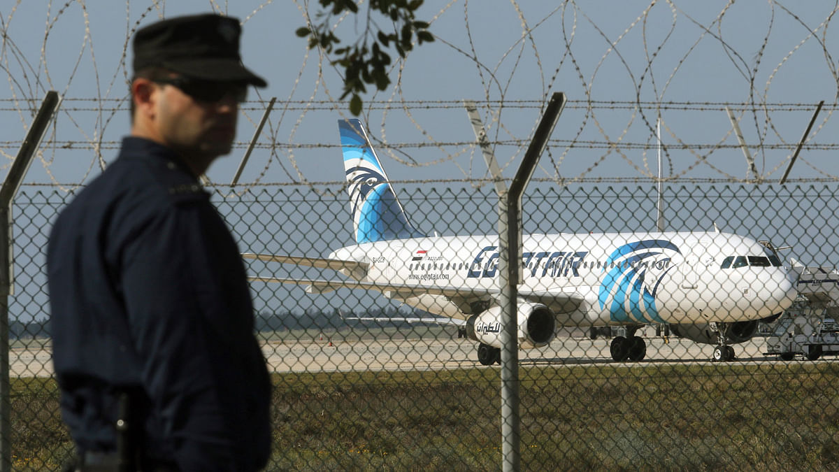 A policeman stands guard at Larnaca Airport near a hijacked EgyptAir A320 on Tuesday, 29 March  2016. (Photo: Reuters)