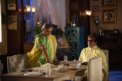 Jaya Bachchan plays a demure Bengali wife as she serves Amitabh Bachchan a meal during the shoot (Photo: srbachchan.tumblr.com)