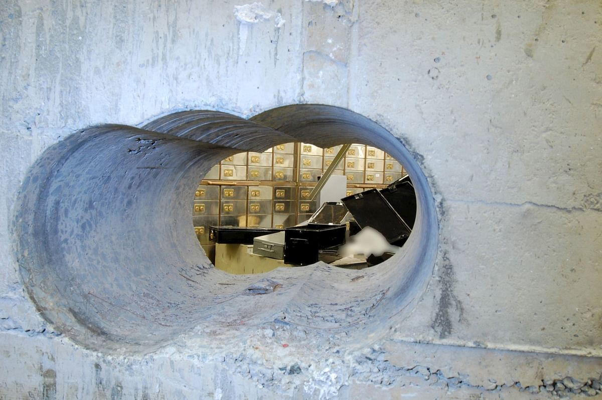 The hole that robbers drilled through the concrete vault during the Hatton Garden heist in London, Britain. (Photo: Reuters)