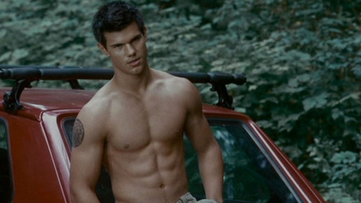When women hooted at Taylor Lautner on screen. (Photo Courtesy: YouTube screenshot)