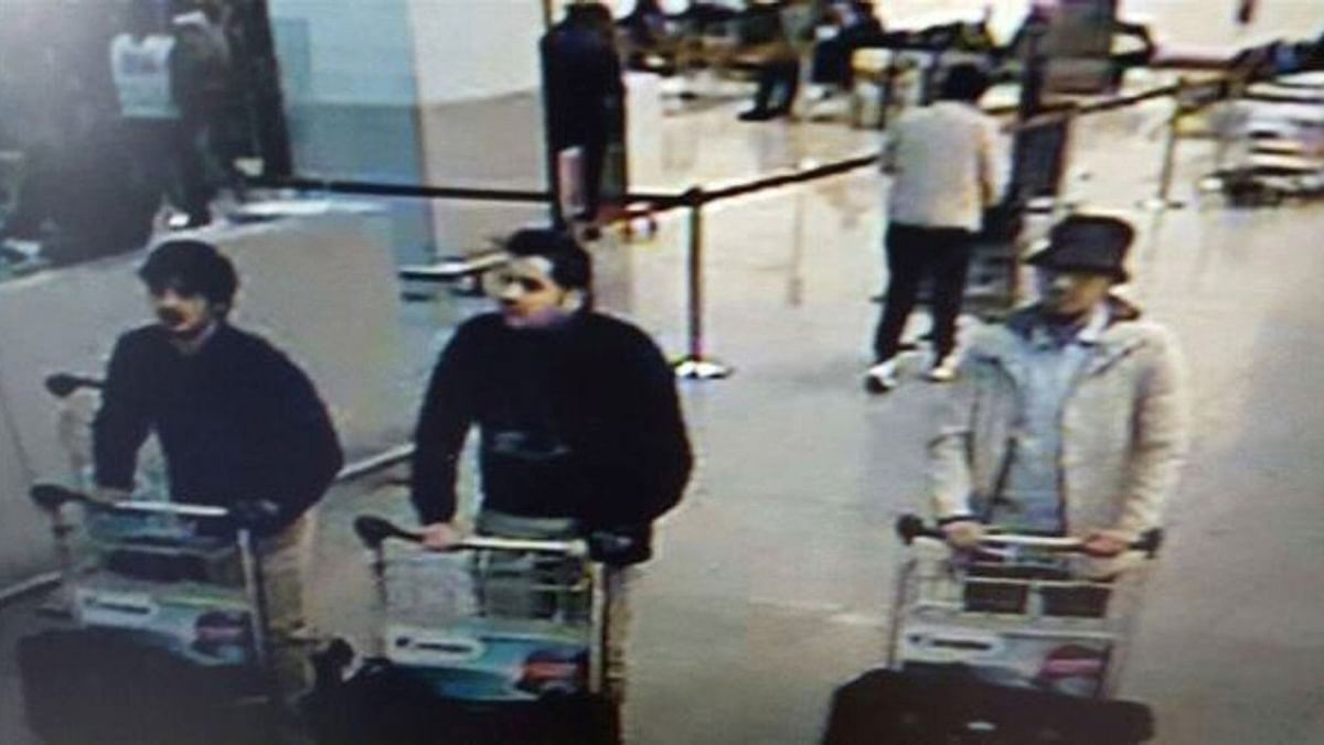 Image provided by the Belgian Federal Police in Brussels of three men suspected in the case of blasts on Belgium's Zaventem Airport and a metro station. The one in the centre is identified as  Ibrahim El Kakraoi by the Federal Prosecutors office. (Photo: AP)