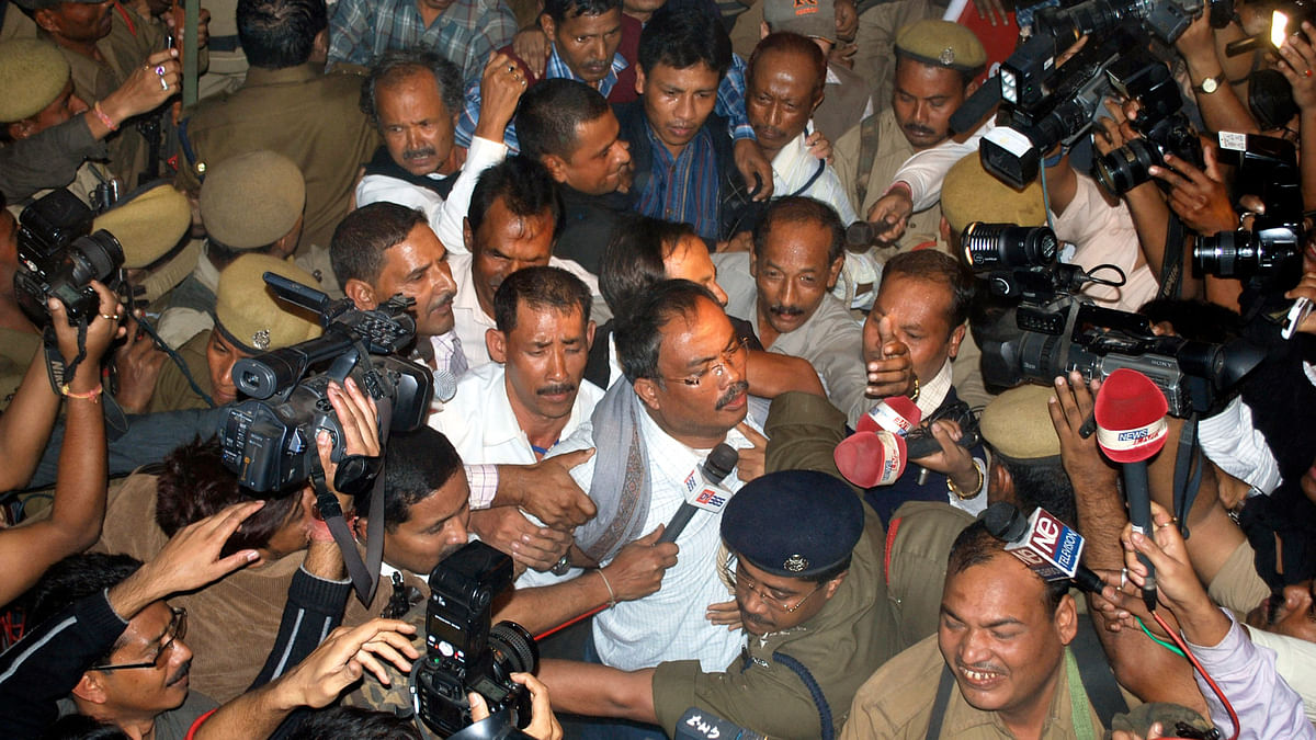 Arabinda Rajkhowa (with spectacles), chief of the banned United Liberation Front of Assam (ULFA), is taken to a court in  Guwahati, 5 December  2009. (Photo: Reuters)