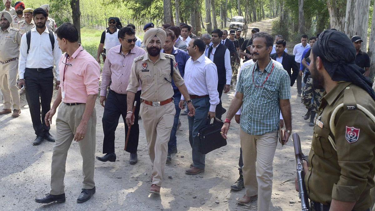 The Pakistani Joint Investigation Team that is in India to probe the January 2 Pathankot terror attack after visiting Bamial border in Pathankot on March 29, 2016. (Photo: IANS)