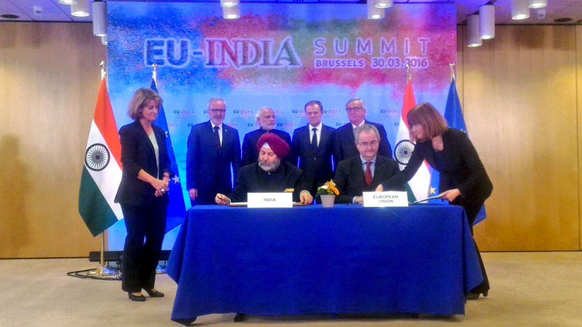 "European Investment Banks signs loan agreement for Lucknow metro on Wednesday, 30 March 2016. (Photo Courtesy: <a href=""https://twitter.com/MEAIndia/status/715209900335505410"">Twitter.com/@MEAIndia</a>)"