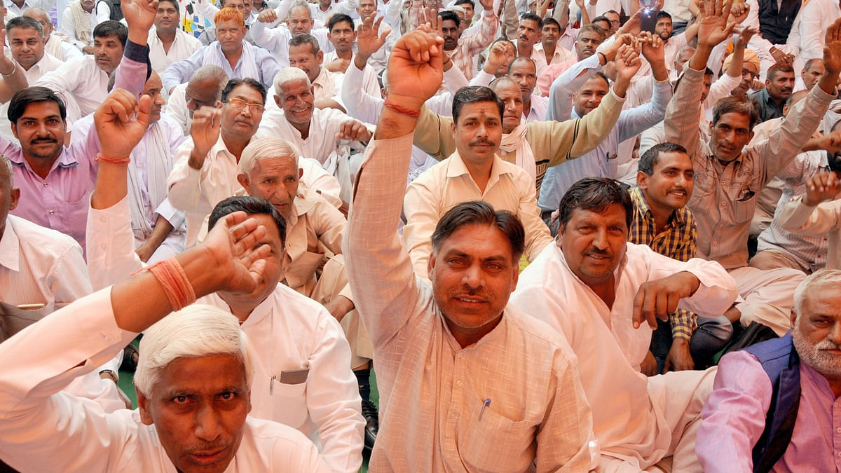 Non-Jats of Haryana stage a demonstration to press for their demands in New Delhi on March 28, 2016. (Photo: IANS)
