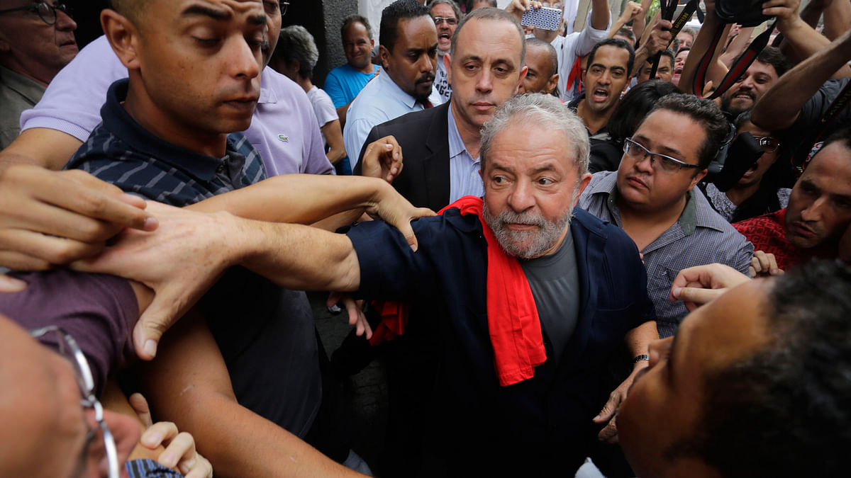 Former Brazilian President Luiz Inacio Lula da Silva (centre)  (Photo: AP)