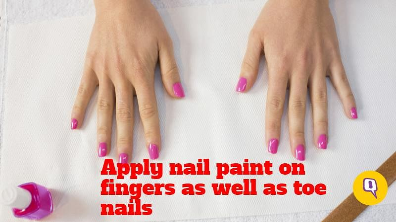 The colours tend to accumulate in the nail folds, so you can protect them by applying nail paint. Apply vaseline petroleum jelly beneath the nails and also over it. This will prevent permanent staining of your nails and adjacent areas (Photo: iStock altered by The Quint)