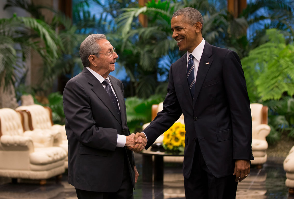 Cuban President Raul Castro, left, shakes hands with U.S. President Barack Obama during a meeting in Revolution Palace. (Photo: AP)