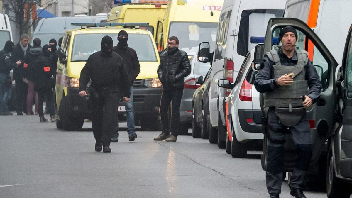 Police officers block off a street during a raid in the Molenbeek neighbourhood of Brussels, Belgium on 18 March 2016. (Photo: PTI)