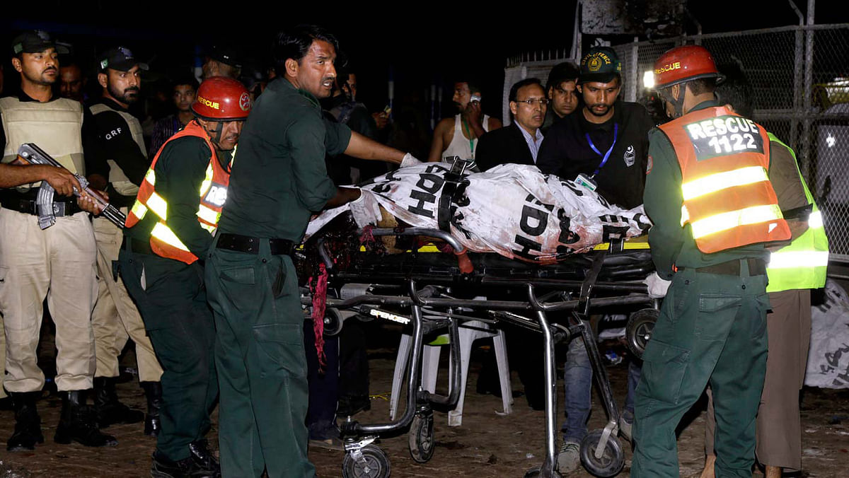 Rescue teams outside the Gulshan-e-Iqbal park in Lahore, Pakistan on Sunday, 27 March 2016 after a blast. (Photo: AP)