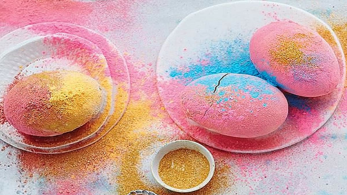 """Eggs coated with Holi colours. (Photo: <a href=""""https://twitter.com/trendhunter/status/583298836698959872"""">Twitter</a>)"""