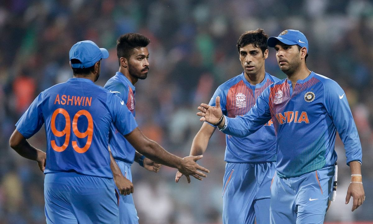 Nehra and Ashwin, leading from the front (Picture: AP)