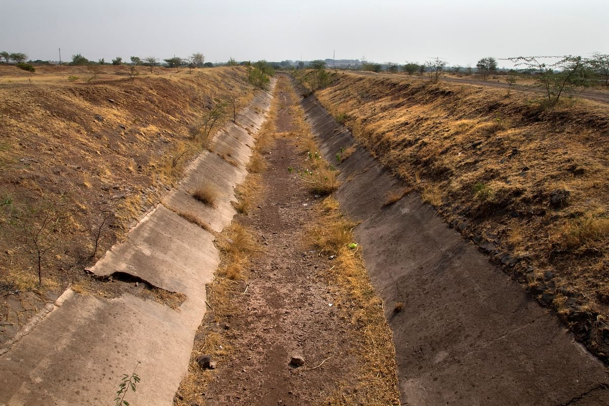 A dried canal at Sohale village, Mohol taluka, Solapur district in Maharashtra, made for carrying water to remote villages from the Ujjani dam. (Photo courtesy: Subrata Biswas/Greenpeace)
