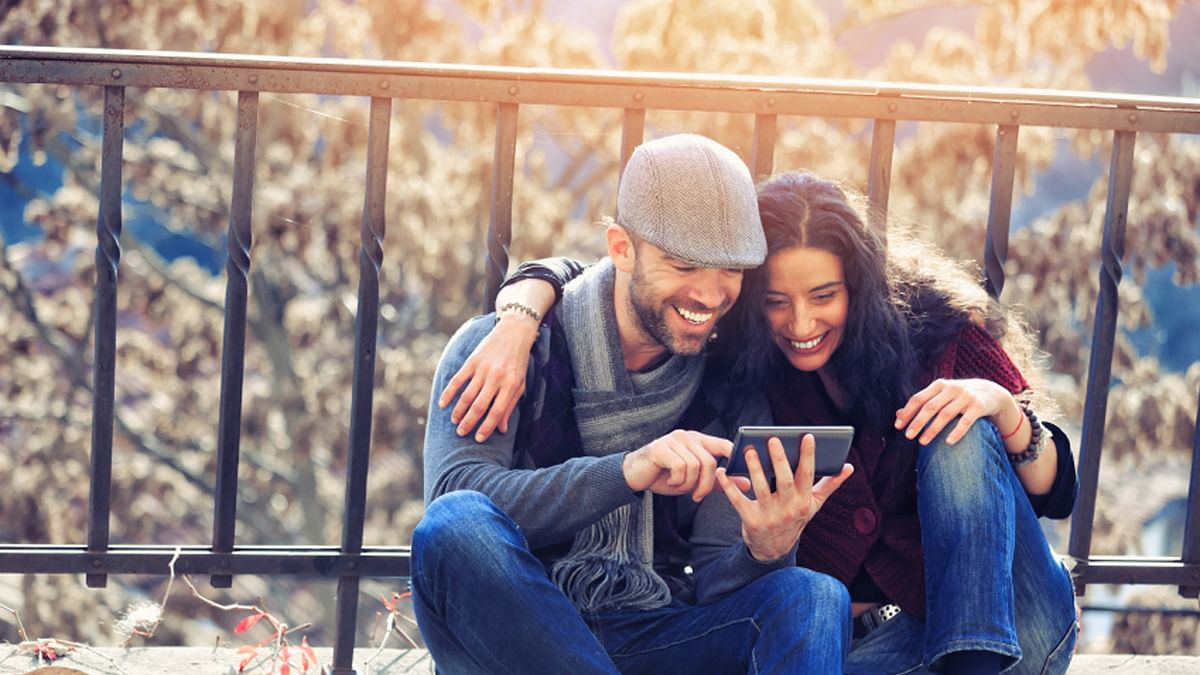 From a first date to a marriage, there are relationship apps for each stage! (Photo: iStock)