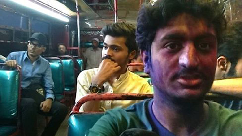 """Wahid Khan in a bus  in Pakistan after playing Holi with his friends (Photo: Facebook/<a href=""""https://www.facebook.com/udas95?fref=nf"""">Wahid Khan</a>)"""