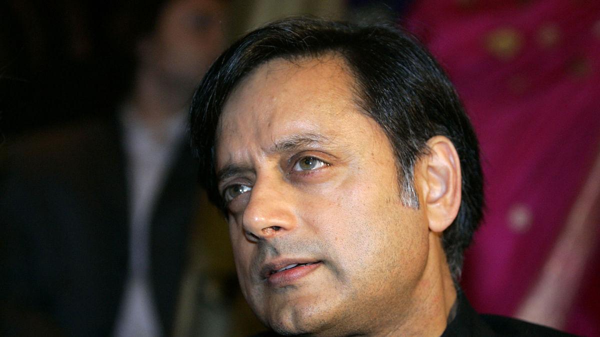 ACMM Sends Sunanda Death Case Against Tharoor to Sessions Court