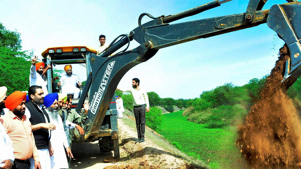 Patiala Mayor Amarinder Singh Bajaj operates JCB machines brought by youth activists of  Akali Dal  for filling Sutlej-Yamuna Link Canal, near Chandigarh, March 16, 2016. (Photo: PTI)