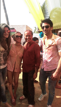 """At a Holi party. (Photo: Twitter/<a href=""""https://twitter.com/BookMyBollywood/status/712958189482848256"""">BookMyBollywood</a>)"""