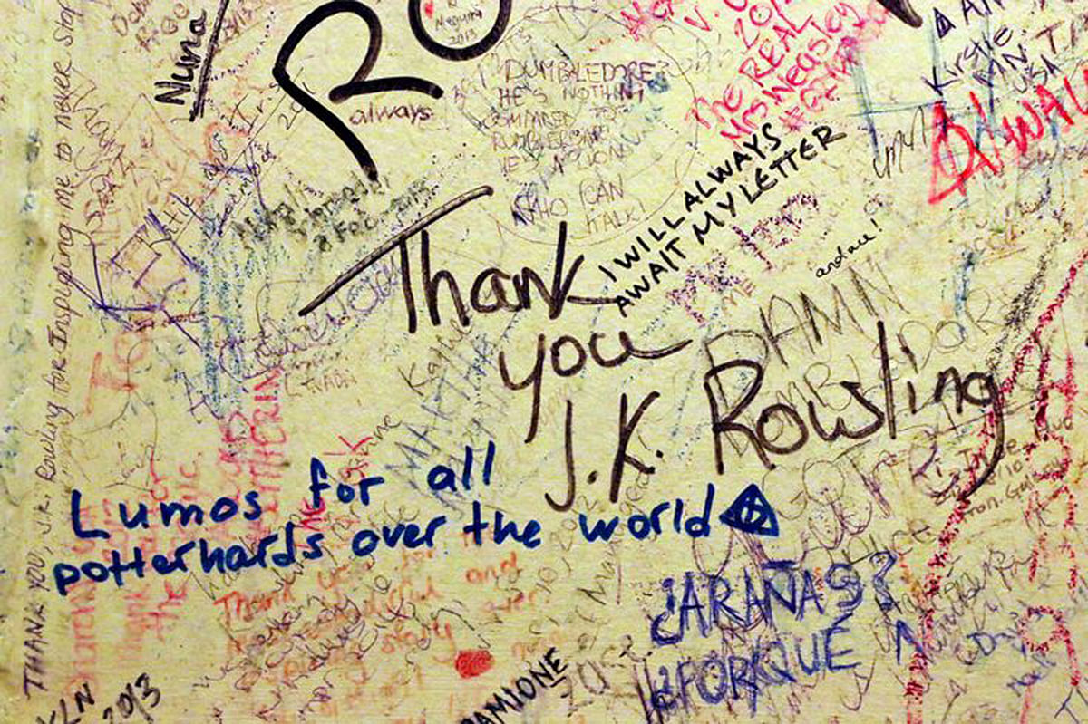 The incredible 'inside' of a bathroom at The Elephant House, that fans consider the 'birthplace' of Harry Potter. (Photo Courtesy: Pinterest)