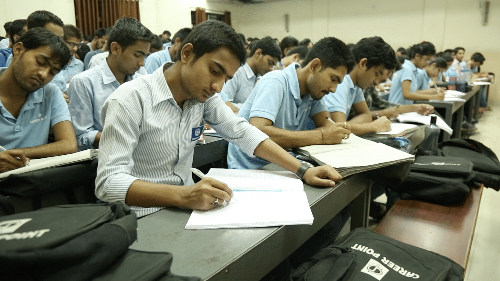 The app will contain free lectures from IIT faculty and previous years' question papers of entrance tests.(Photo: <b>The Quint</b>)
