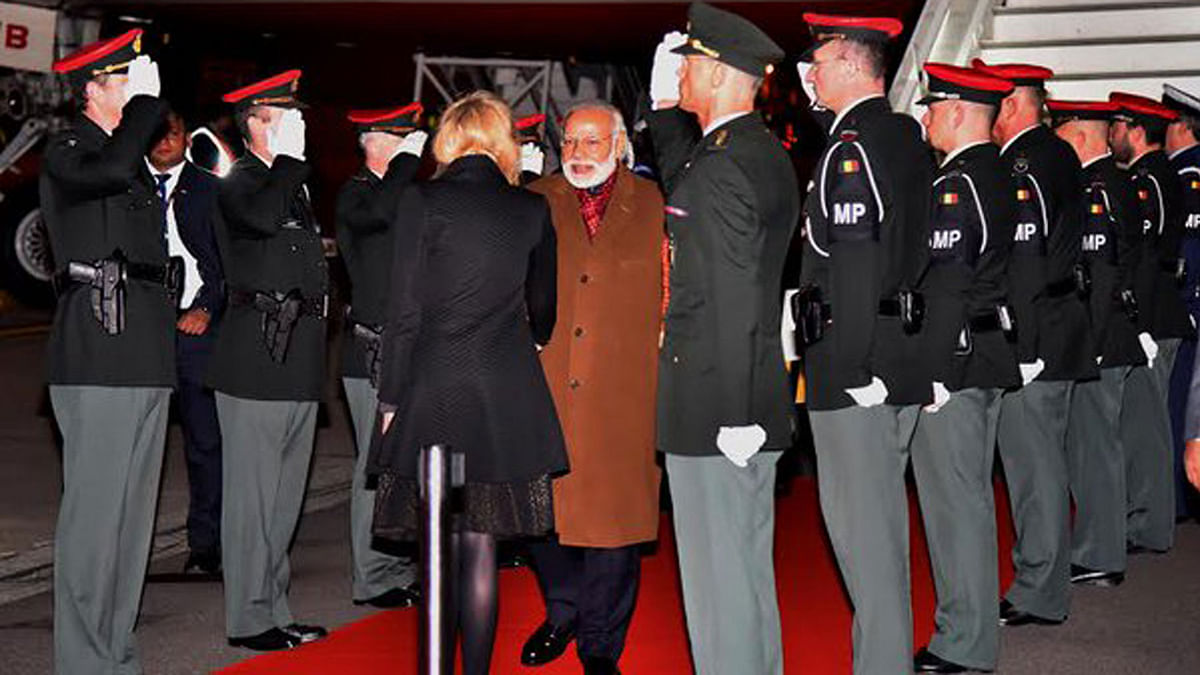 PM Narendra Modi being received on his arrival at Brussels Military Airport, Belgium.(Photo: Twitter)