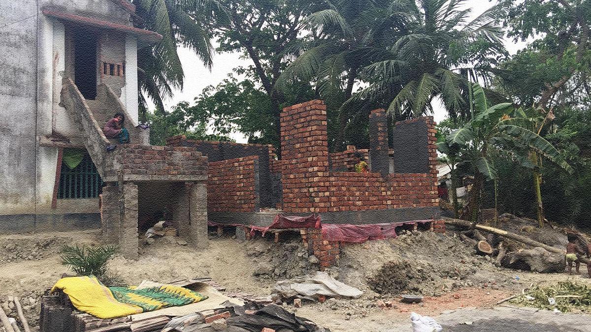 Half-constructed houses now dot the Muslim localities in Nandigram. (Photo: <b>The Quint</b>/Abhirup Dam)
