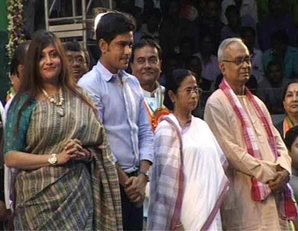 "Jagmohan Dalmiya's daughter Vaishali (left), former cricketer Lakshmi Ratan Shukla and ex CPI-M minister Rezzah Mollah with Mamata Banerjee. (Photo Courtesy: <a href=""https://twitter.com/iindrojit/status/698083867731763205"">Twitter</a>)"
