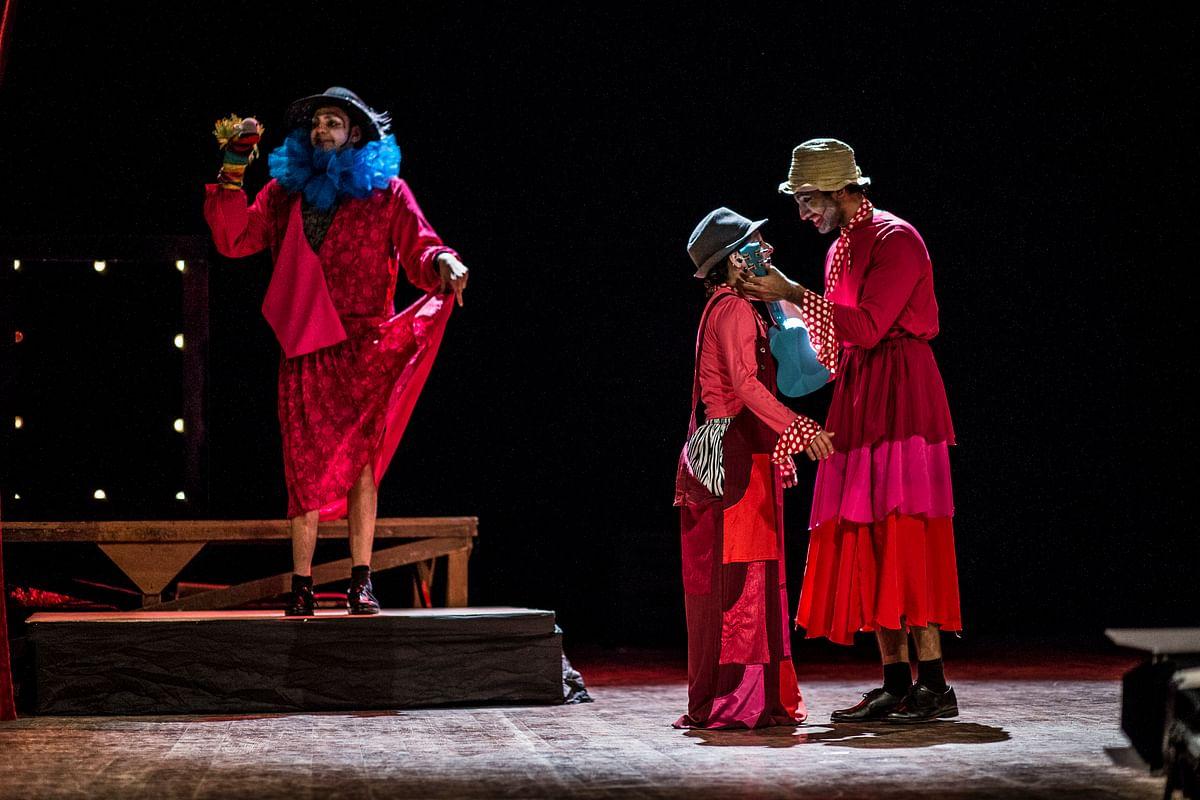 Cyrus Sahukar as the melancholic clown with a hand puppet, Faezeh Jalali as Orlando and Aadar Malik as Rosalind