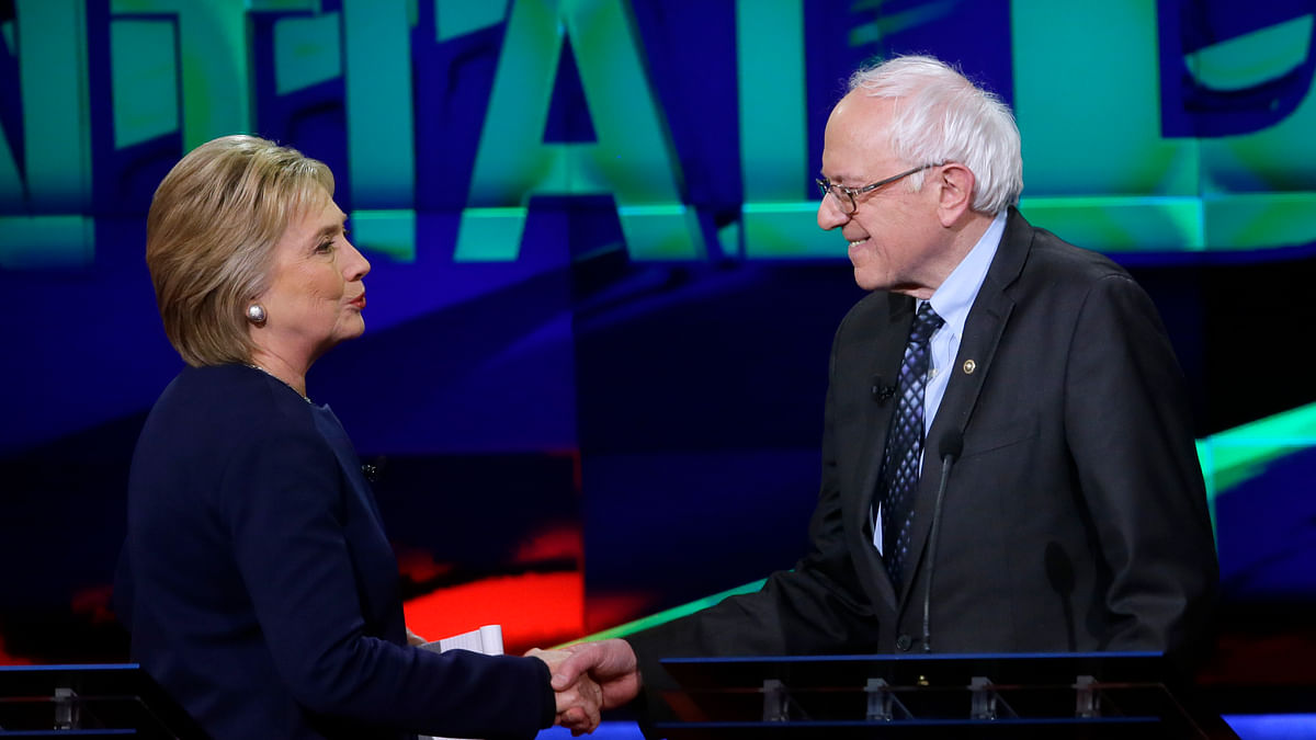 Democratic candidates, Hillary Clinton (L) and Bernie Sanders (R). (Photo: AP)